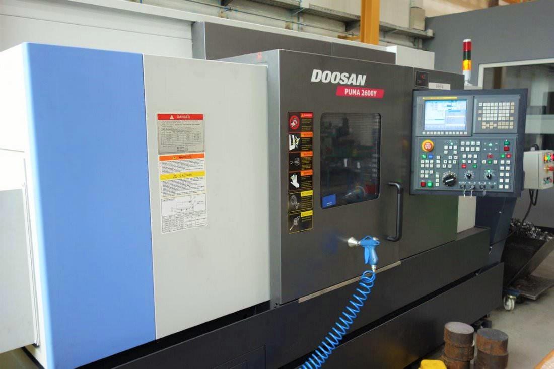 CNC stružnica z gnanimi orodji